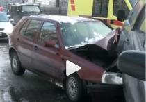 На Балтийской трассе на скользкой дороге произошло ДТП с пострадавшим