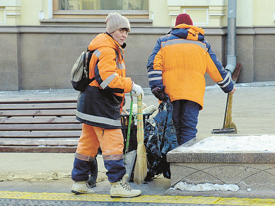 Утепляются женскими прокладками: уличные продавцы открыли способы спастись от мороза