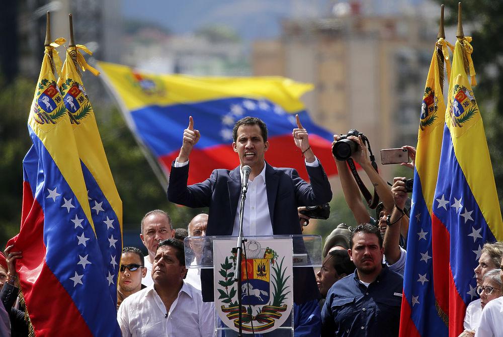 Венесуэла восстала против Мадуро: кадры госпереворота