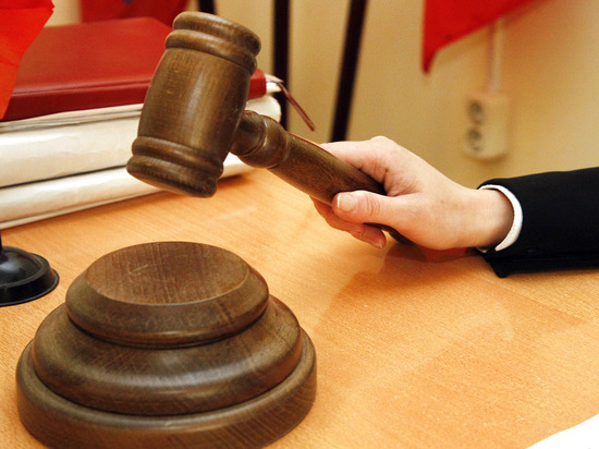 Судья в отставке подала иск против экс-невестки, у которой похитили сына