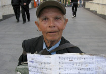 Легендарный баянист из перехода на Пресне: песни учу по ночам