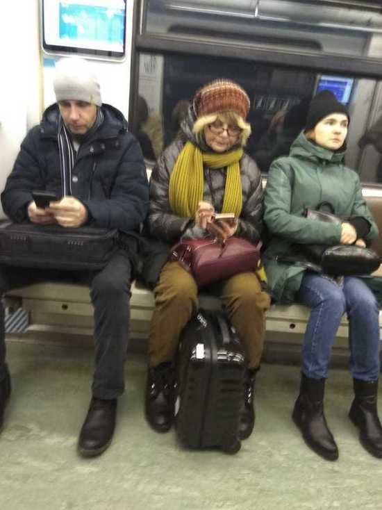 В московском метро заметили Юлию Меньшову