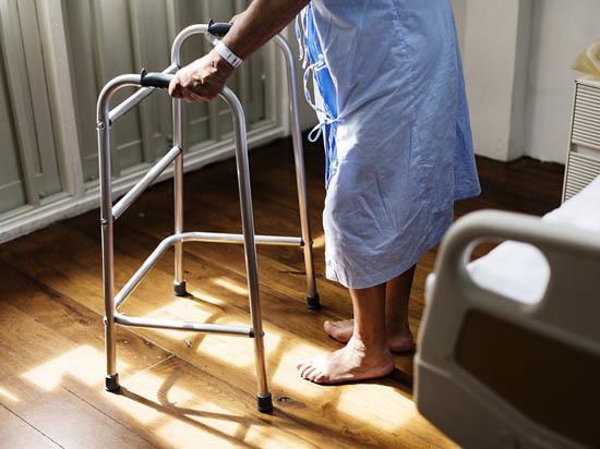 Тяжелобольные саратовцы смогут получать  паллиативную помощь на дому