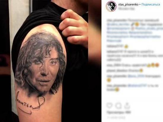 Артиста нарисовали на плечах навсегда