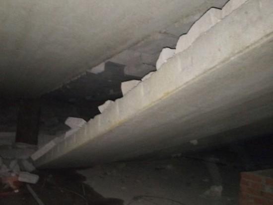 В многоэтажке в Перми рухнули перекрытия между техэтажом и крышей