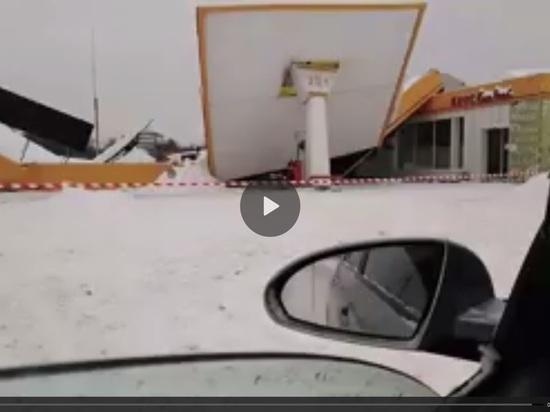 Навес АЗС рухнул под тяжестью снега на калужской трассе