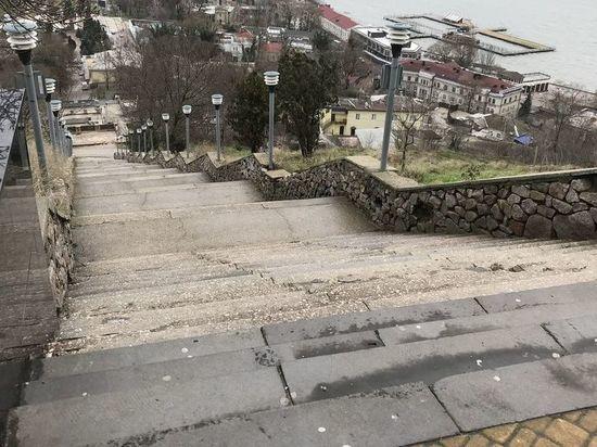 Комиссия проверила ход реставрации лестницы на Митридат
