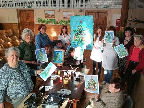 Цвет жизни: крымская художница учит пожилых людей живописи