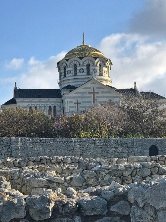 В храм - по прописке: попасть в Свято-Владимирский собор непросто