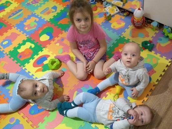 Власти помогут калужской семье с тройняшками с квартирой