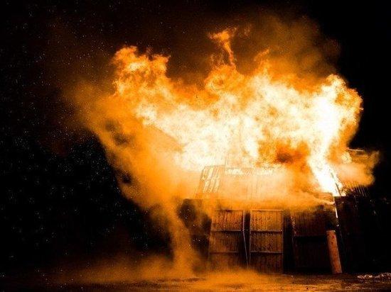 В ЯНАО при пожаре в одноэтажке погиб человек