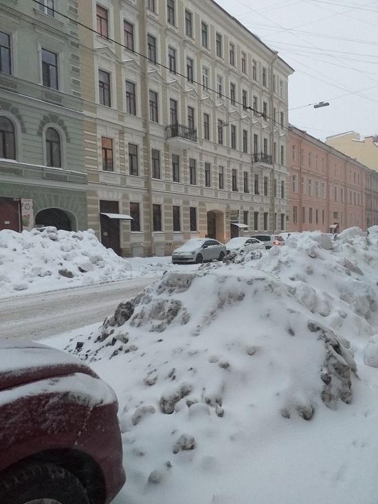 Почему Петербург не могут очистить от снега и льда