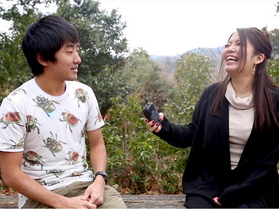 Житель Японии влюбился в девушку-таракана и съел её