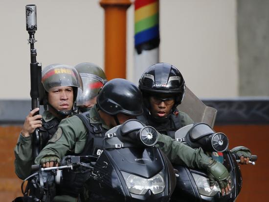 Венесуэла готовится к войне: Мадуро двинул войска навстречу США
