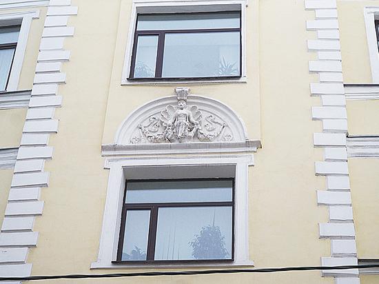 Уродская реставрация: нимф на московском доме превратили в мегер