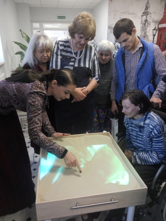 Ксения Симонова провела мастер-класс в Доме престарелых