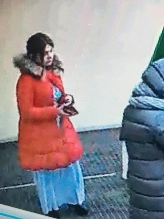 Иркутянка забрала с банкомата чужой конверт с деньгами