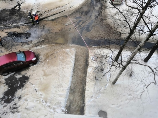 На Будапештской прорвало трубу с горячей водой