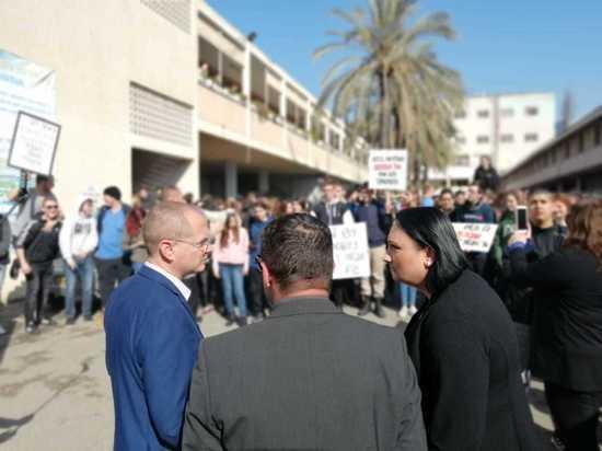 Партия НДИ возмущена ситуацией вокруг школы