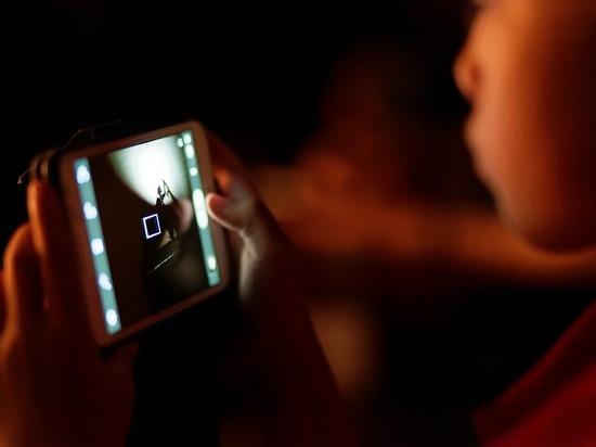 Смартфоны замедляют интеллектуальное развитие детей, показало научное исследование