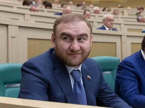 Газ и убийства в деле Арашуковых: за что задержали сенатора