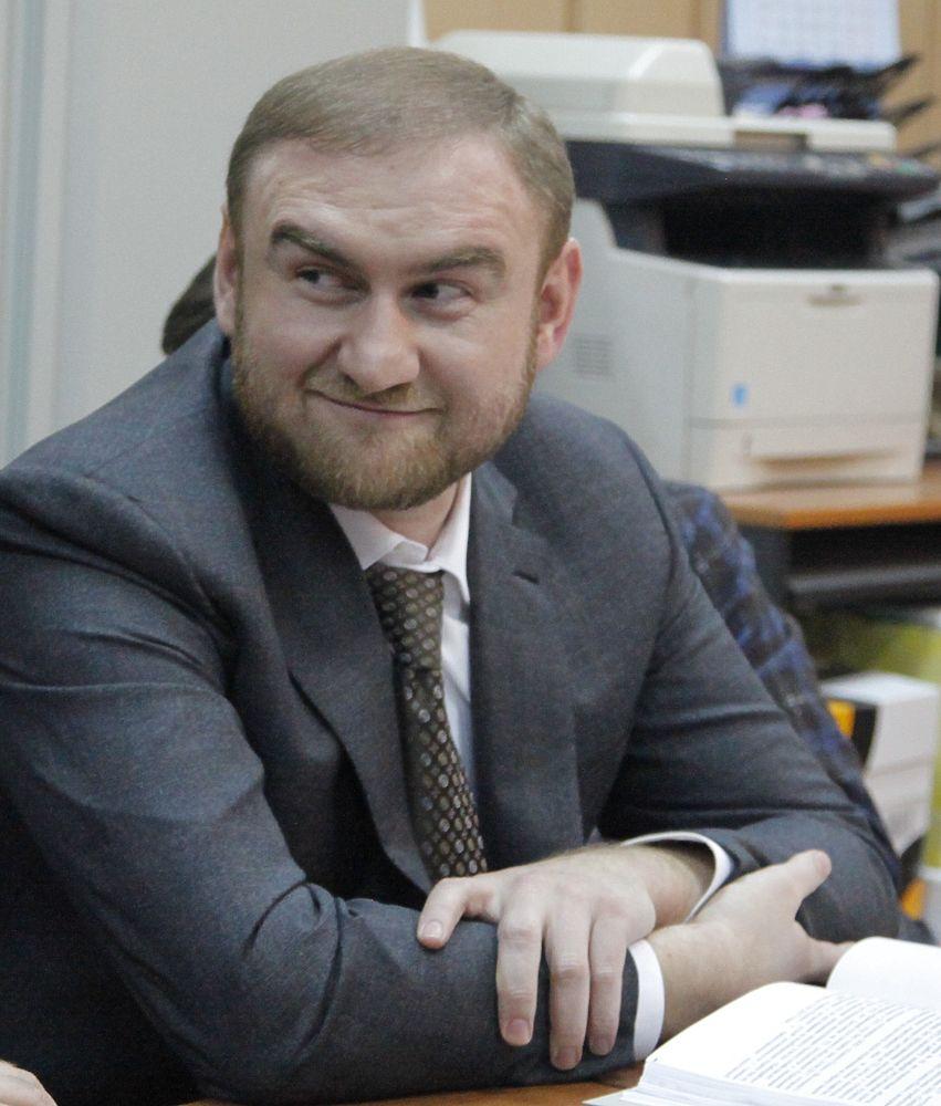 В суде задержанный сенатор Рауф Арашуков не скрывал улыбку