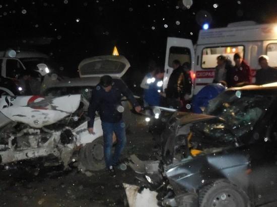 Возле Бахчисарая авто встретились лоб в лоб: полный салон пострадавших