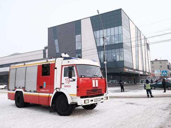 Торговый  центр и школа в Бийске получили сообщения о минировании