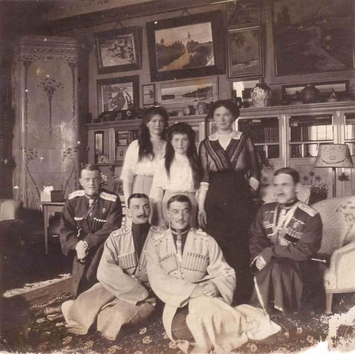 Тайник охранника Николая II с редкими снимками нашли в Ессентуках