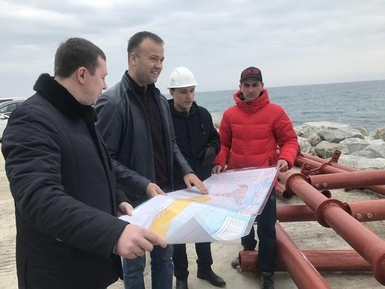 Инспекция Минстроя РК побывала на объектах ФЦП в Ялте