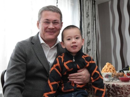 Радий Хабиров навестил семью «славного пацана»