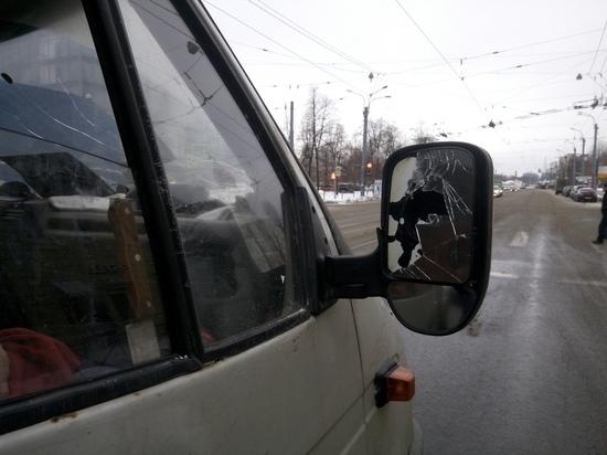 Водитель автобуса в Петербурге погнался за подрезавшей его машиной