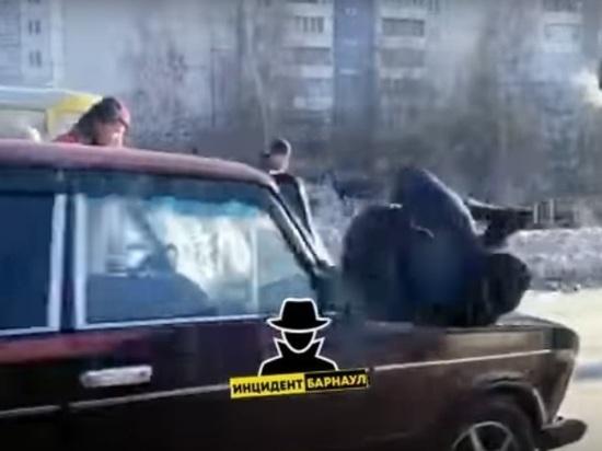 Трех пешеходов сбила «шестерка» в Барнауле