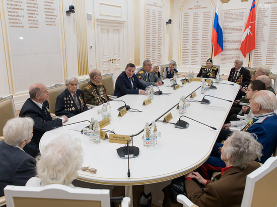 Андрей Бочаров встретился с ветеранами Сталинградской битвы
