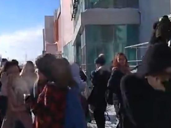 Посетителей торгового центра эвакуировали в Барнауле из-за угрозы пожара