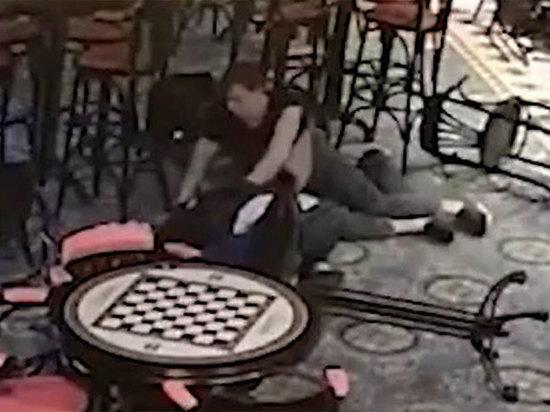 Слишком сильно обнял: московский бармен задушил клиента и заплакал