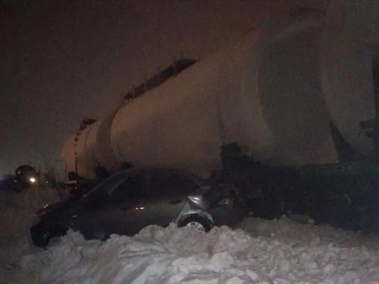 В Воронеже легковой автомобиль столкнулся с поездом