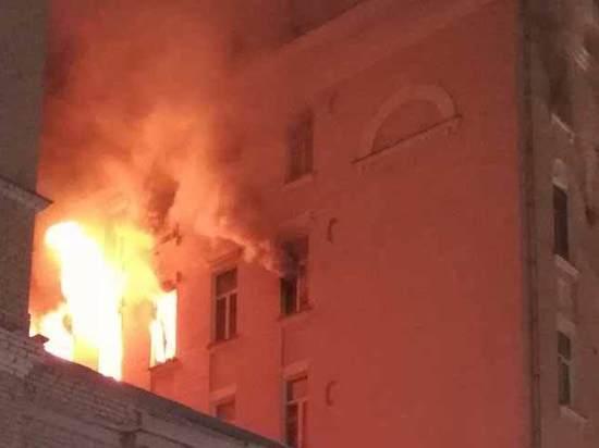 «Хлопок и резкое возгорание»: специалист назвал причину пожара на Никитском