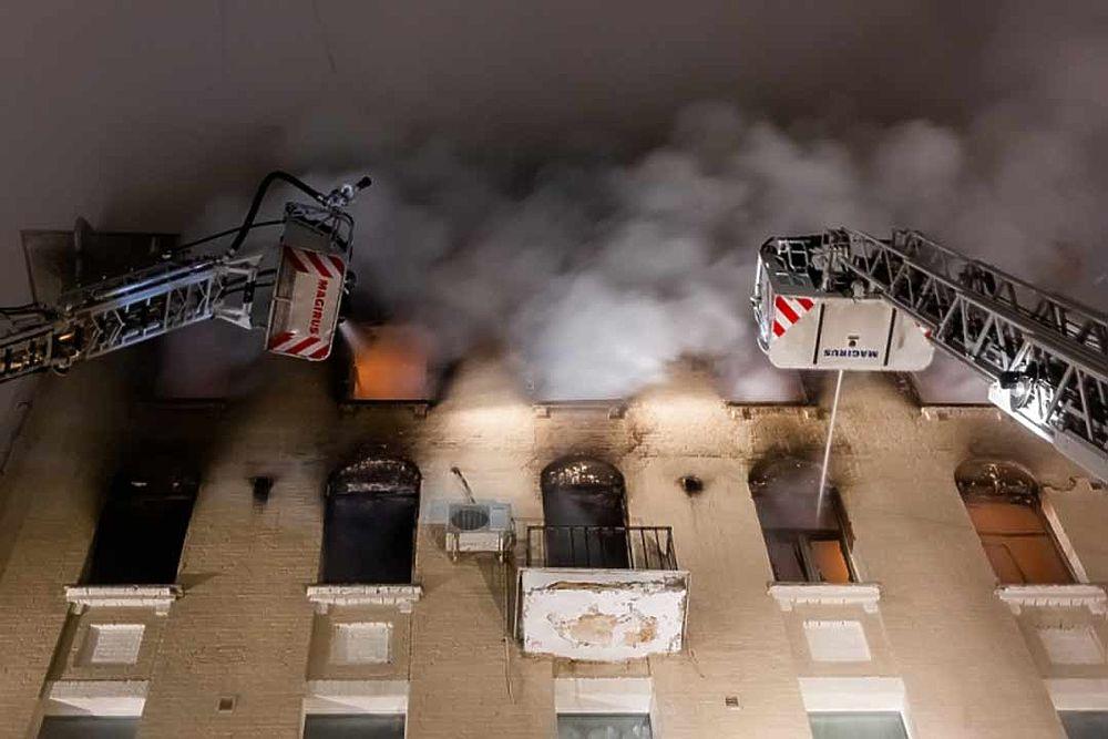 """Пожар в """"звездном доме"""" на Никитском бульваре: кто в нем живет"""