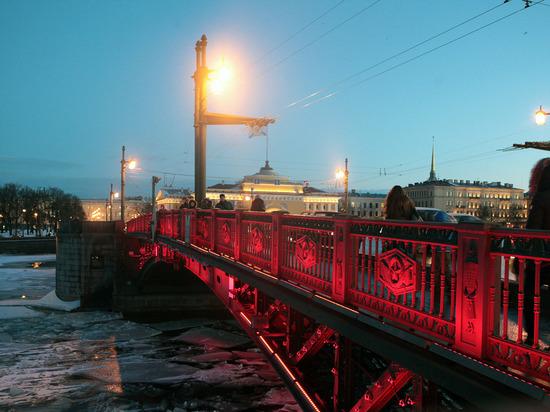 В честь Китайского Нового года Дворцовый мост окрасят в красный цвет