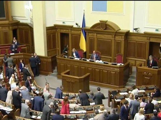 Украинские депутаты заблокировали трибуну Рады и потребовали снизить цены на газ