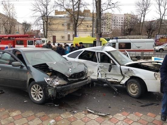 В Туле выехавшие на тротуар автомобили сбили пешеходов
