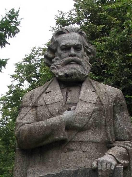 В Великобритании вандалы надругались над могилой Карла Маркса