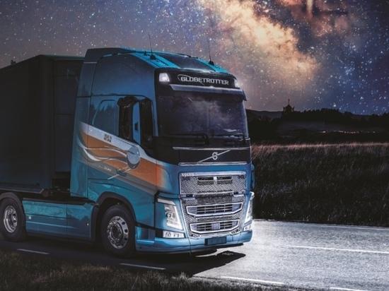 Volvo раскрасил калужские грузовики в космической тематике