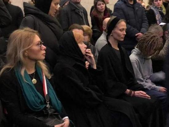 Мать Децла заговорила о причине смерти на прощании с сыном
