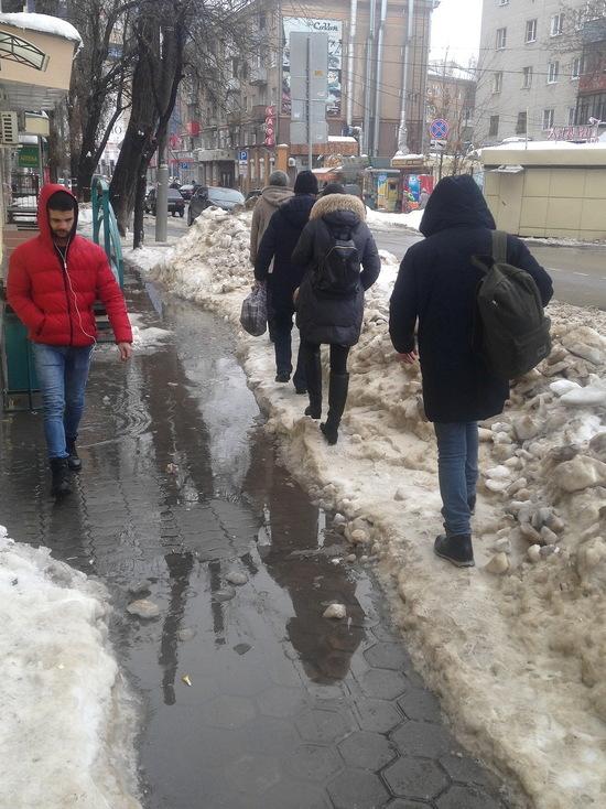 Ледники, снежные сопки и озера: во что превратились воронежские тротуары