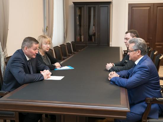 Бочаров обсудил перспективы службы приставов с руководством ФССП