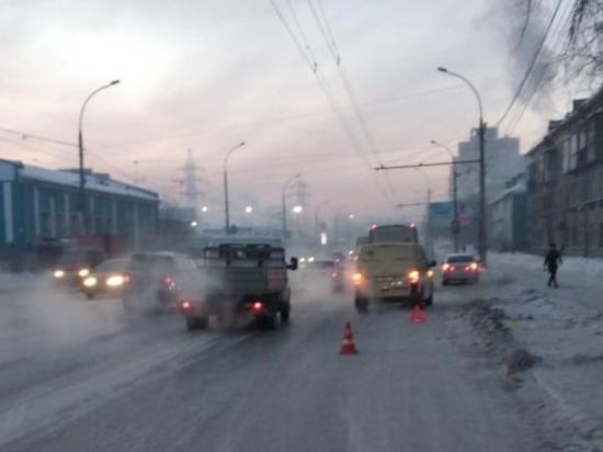 Инкассаторский броневик сбил жительницу Новосибирска на переходе