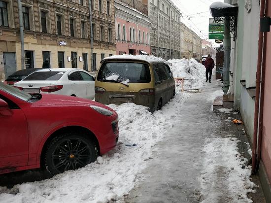 ГИБДД будет эвакуировать машины петербуржев для очистки дорог от снега