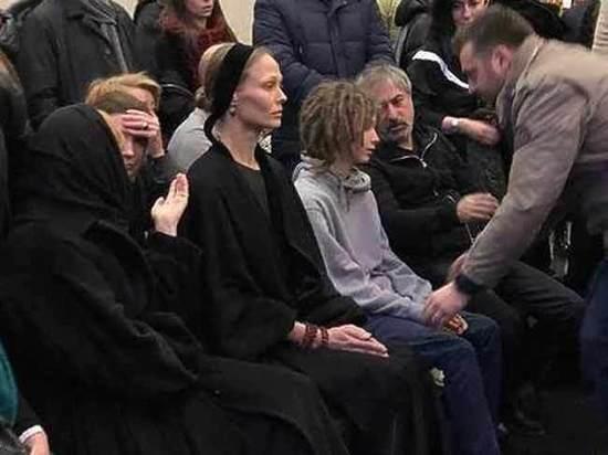 На похоронах Децла Александр Толмацкий выгнал провокатора из зала